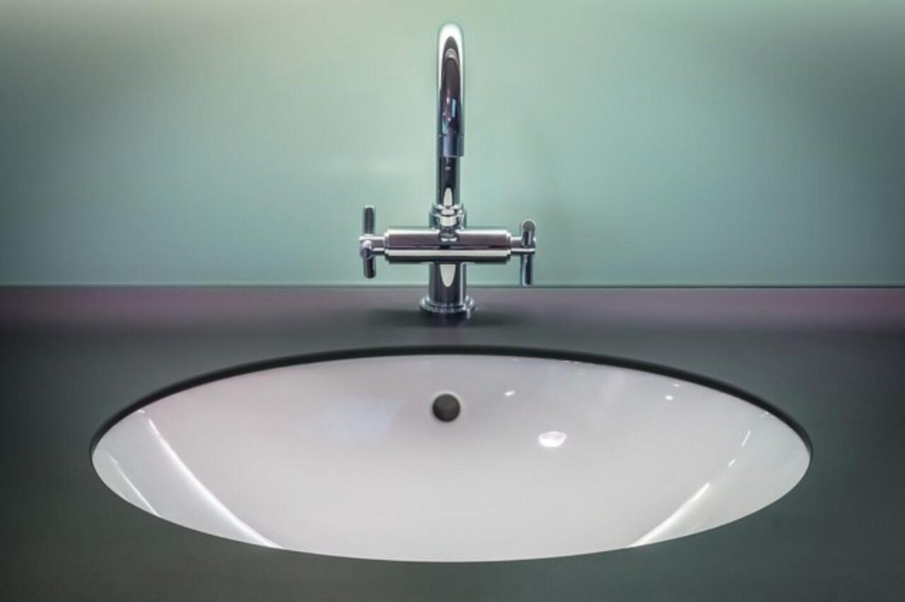 Jak wybrać tapetę do łazienki?