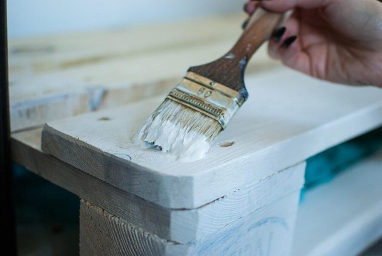 Jak pomalować meble na biało?