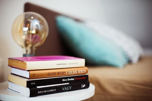 Nowoczesne półki na książki w Twojej sypialni
