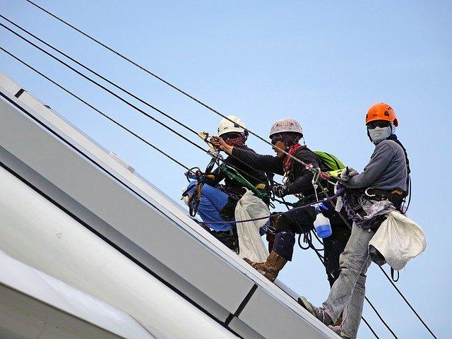 Szelki do prac na wysokościach – cechy szczególne, wybór odpowiedniego ekwipunku
